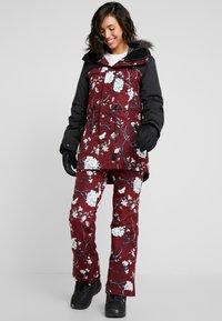 Rojo - SNOW DAY BIB - Pantaloni da neve - red - 1