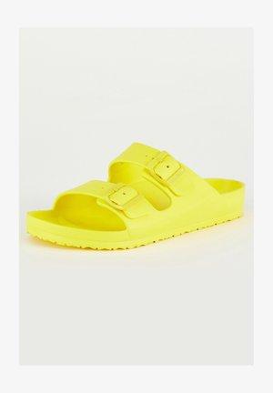 Klapki - yellow