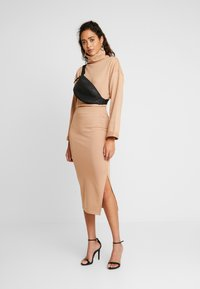 Missguided - LOOPBACK COWL NECK CROP AND LOOPBACK MIDAXI SKIRT SET - Sweatshirt - camel - 1
