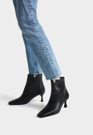 MIT STILETTOABSATZ - Kotníkové boty - black