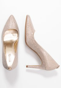 MICHAEL Michael Kors - DOROTHY FLEX  - Klassiske pumps - pale gold - 3