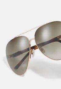 Jimmy Choo - GRAYS - Sunglasses - gold-coloured havana - 3