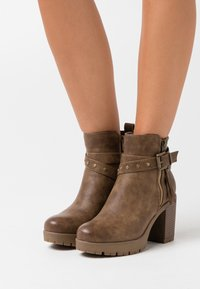 Refresh - High heeled ankle boots - taupe - 0