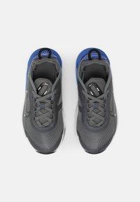 Nike Sportswear - AIR MAX 2090 UNISEX - Sneakers laag - iron grey/black/game royal/white - 3