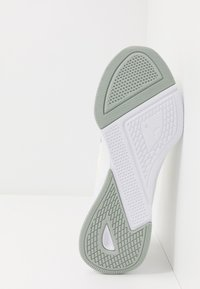 Puma - FLYER RUNNER SPORT - Zapatillas de running neutras - marshmallow/white - 4
