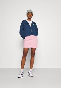 Levi's® - GRAPHIC ZIP SKATE HOODIE - Zip-up hoodie - dark blue - 1
