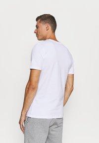 Jack & Jones - JACBASIC TEE CREW NECK 4 PACK - Nachtwäsche Shirt - white/black - 2