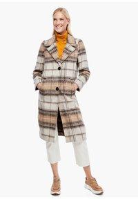 s.Oliver - MIT KAROMUSTER - Short coat - brown check - 1