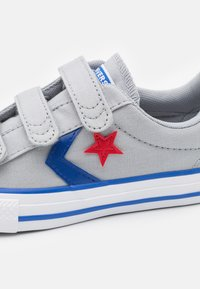 Converse - STAR PLAYER 3V UNISEX - Trainers - wolf grey/blue/enamel red - 5