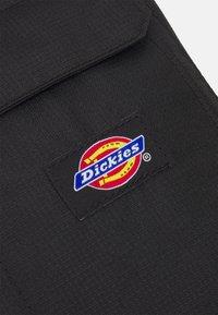 Dickies - GRASSTON UNISEX - Taška spříčným popruhem - black - 3
