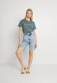 Monki - BEA  - Shorts di jeans - blue dusty light - 1