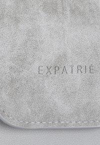Expatrié - AMELIE - Across body bag - grey - 6