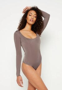 Missguided - ASSET SCULPTED SLINKY SQUARE NECK - Pitkähihainen paita - nude brown - 0