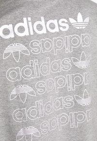 adidas Originals - LOGO TEE - Print T-shirt - grey/white - 5