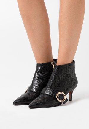 SARA - Ankle boots - oxido nero