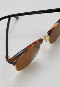 Ray-Ban - 0RB3016 CLUBMASTER - Solglasögon - brown - 2