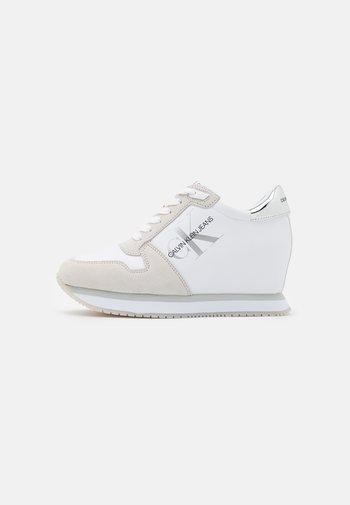 WEDGE LACEUP - Joggesko - bright white