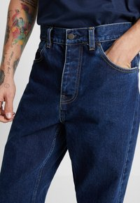 Carhartt WIP - NEWEL PANT MAITLAND - Relaxed fit jeans - blue stone washed - 3