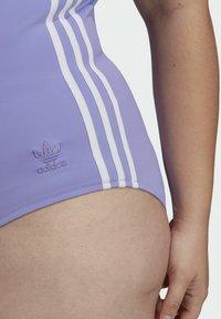 adidas Originals - ADICOLOR CLASSICS PRIMEBLUE BADEANZUG – GROSSE GRÖSSEN - Swimsuit - purple - 5