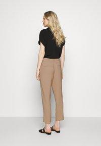 Opus - Spodnie materiałowe - soft ginger - 2