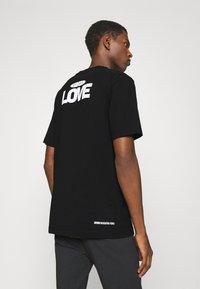 DRYKORN - EDDY LOVE - Print T-shirt - schwarz - 0