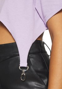 The Ragged Priest - TEE WITH TRIGGERS - T-shirts - lilac - 5
