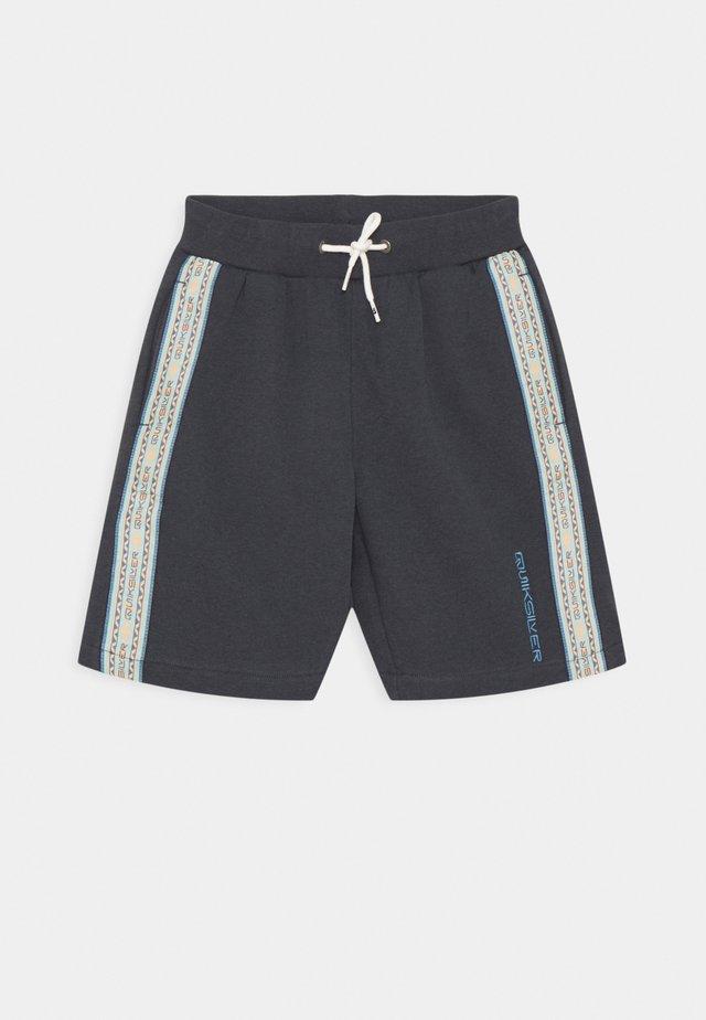 SUMMER YOUTH - Shorts - india ink