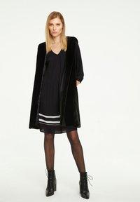 comma - MIT KONTRAST-DETAILS - Day dress - black - 1