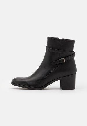 PATTI - Korte laarzen - black