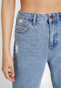 BDG Urban Outfitters - PAX - Jean droit - destroyed denim - 7