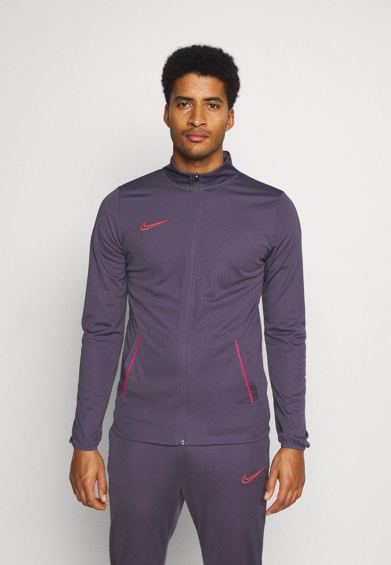 Nike Performance - DRY ACADEMY SUIT SET - Trainingspak - dark raisin/siren red/siren red