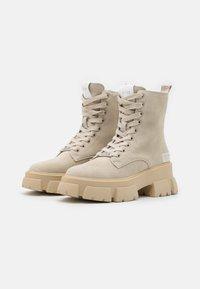 Steve Madden - TANKER - Kotníkové boty na platformě - beige - 3