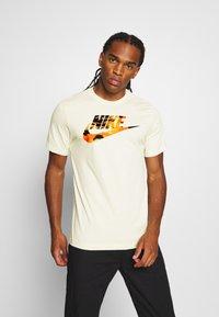 Nike Sportswear - TREND SPIKE - Print T-shirt - beige - 0