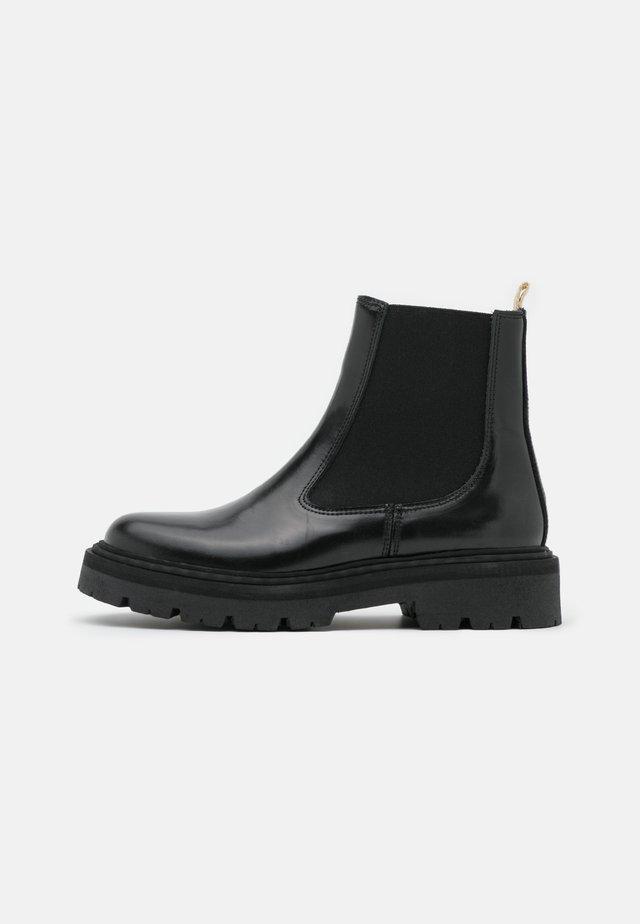 SPIKE CHELSEA - Kotníkové boty na platformě - black