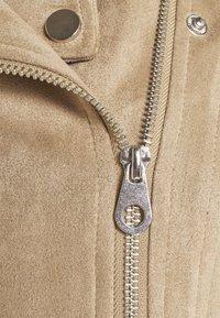 Vero Moda Tall - VMBOOSTBIKER JACKET - Faux leather jacket - silver mink - 2