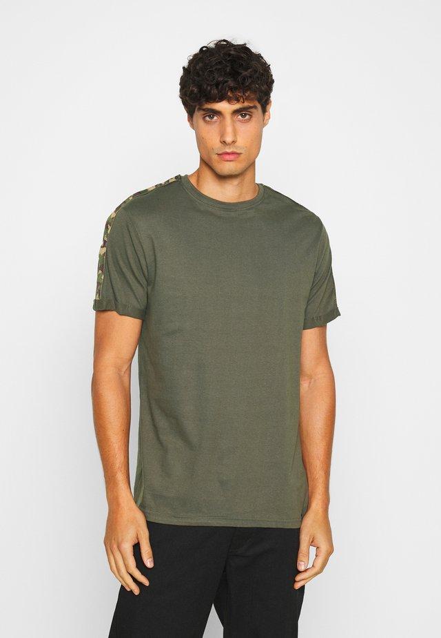 AVENING - T-shirt z nadrukiem - army