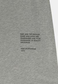 Nike Sportswear - Triko spotiskem - dark grey heather - 3