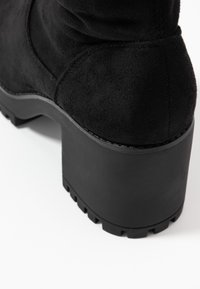 Missguided - CHUNKY HEEL BOOT - Botas mosqueteras - black - 2