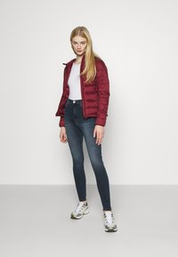 ONLY - ONLSANDIE QUILTED HOOD JACKET - Lett jakke - pomegranate - 1