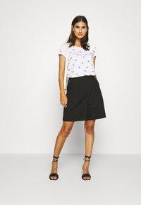 edc by Esprit - T-shirt z nadrukiem - white - 1