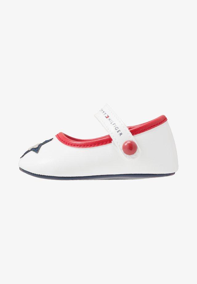 První boty - white/blue/red