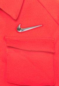 Nike Sportswear - Lett jakke - light crimson - 6