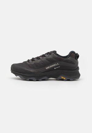 MOAB SPEED GTX - Běžecké boty do terénu - black/asphalt