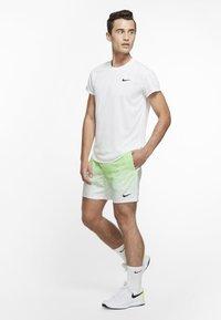 Nike Performance - RAFAEL NADAL SHORT  - Korte sportsbukser - green strike/black - 1