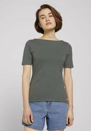 BOAT NECK TEE - Basic T-shirt - dusty pine green
