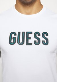 Guess - DEAL TEE - T-shirt con stampa - blanc pur - 5