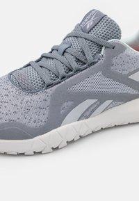 Reebok - FLEXAGON FORCE 3.0 - Sportschoenen - cold grey/chalk blue - 5