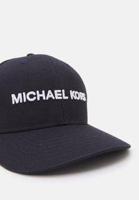 Michael Kors - CLASSIC LOGO HAT UNISEX - Keps - dark midnight - 4