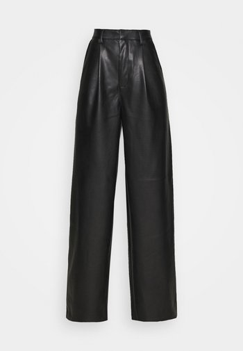 PLEAT DETAIL PANTS