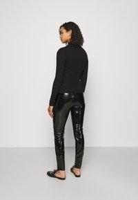 ONLY Tall - ONLTASSIE SHINY - Pantalones - black - 2